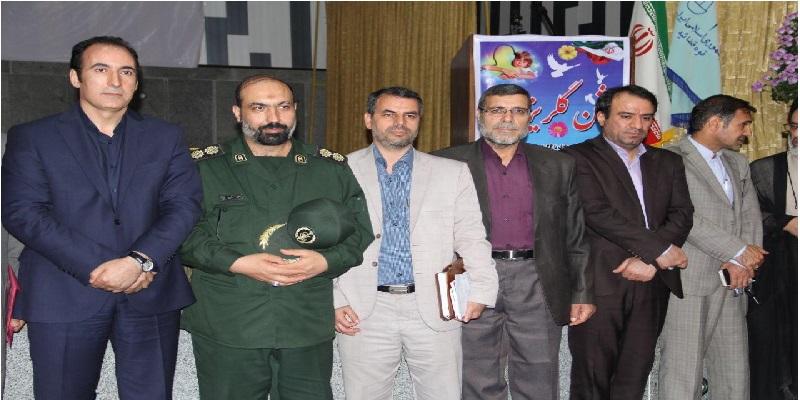 دکتر محمدی و جمعی ازمسئولان و خیرین استانی در جشن گلریزان